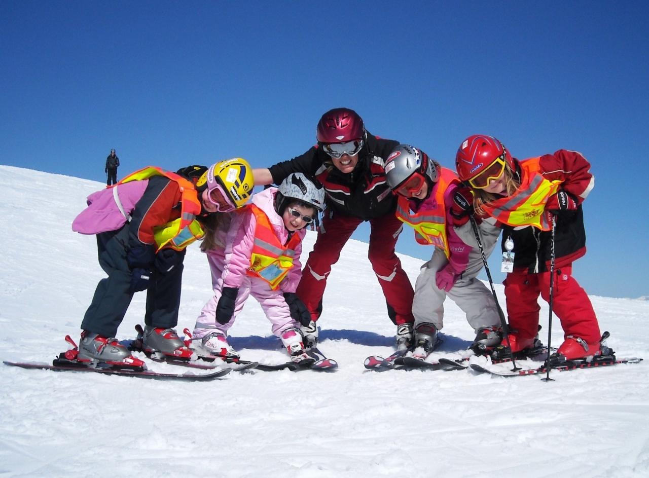 Дети и зимний спорт фото